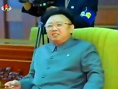 Kim Jong Il salutes South Korean President Kim Dae Jung