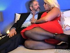 Kinky dude in pantyhose pokes bodacious woman Alura Jenson