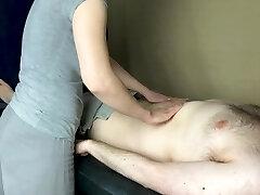 Счастливое окончание массажа - много спермы
