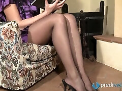 Nasty brunette sweetie Flavia looks irresistible in ebony nylon tights