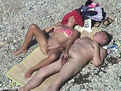 1 ζευγάρι στην παραλία