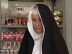 αδελφή Dumcunt γαμήσει στο μαγαζί από το Βρώμικο γέρος
