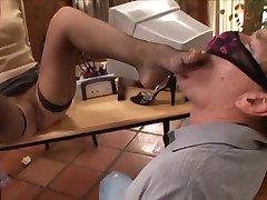 Θεραπευτής βοηθά με φετίχ ποδιών