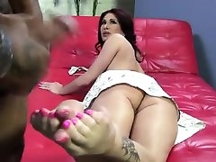 Fetish hoe licks cum off toes