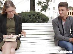 Είναι Nerdy - Μίξη σεξ με την αγγλική μελέτες