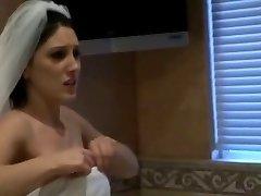 Μίντι πρόκειται να παντρευτεί