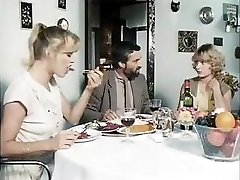 Κλασικό πορνό από το 1981 με αυτά τα καυλωμένη babes πάρει fucked