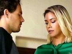 It does not take long for Dana Vespoli to seduce fellow as she wanna rail his dick