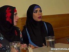 Μουσουλμανική γυναίκα άνοιξε τα πόδια της για ID & # 039; s