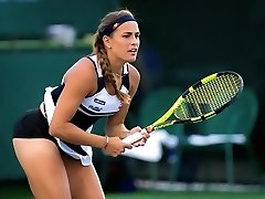Τένις παίκτης έχει την κιλότα της, αποκάλυψε κατά τη διάρκεια της ταιριάζει