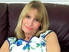 British gilf Sapphire Louise pleases her pussy with a faux-cock