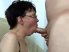 Gross mature woman get fucked and squirting
