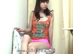 Peeping the thigh & cameltoe of japanese slender girl.