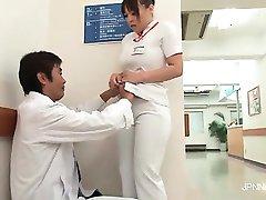Excitée et tellement sexy Asiatique infirmière part1