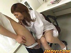 Asiatique infirmière suce patient pour le sperme sampl