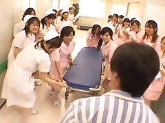 Asiatique infirmières dans un gangbang chaud