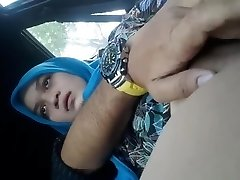 Fingering Hijab Girlfriend In The Van
