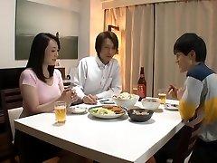 哥哥睡他的妻子。 Naomi MiyafujiKudou Naomi