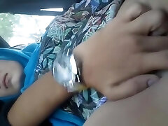 Finger-banging Hijab Girlfriend In The Car