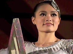 GORGEOUS CHINESE DAME PERFORMING DEATH DEFYING STUNT