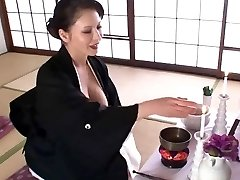 Sexy Japanese COUGAR