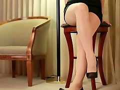 asian cuttie put on pantyhose