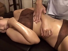 The young wife was enticed by the masseur's big cock, fucked nearby spouse
