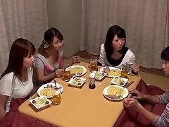 Kotatsu On Hangout-Sisaret Miksi Et Laittaa Huoneeseen