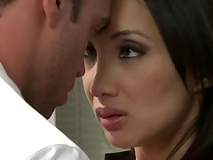 Oriental beauty receives pounded in the office
