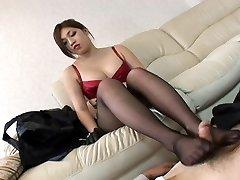 Pretty Asian giving creamy pantyhoseJob