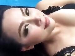 Thai superstar (Bume Panatda) Show her sexy figure on a facebook live