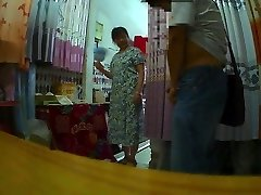 The curtain shop auntie Flashing
