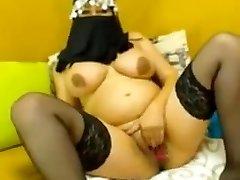 Preggo arab woman shows pussy