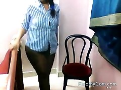 Fat bottomed Indian unclothes and teases on webcam