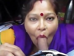 Desi aunty giving suck off and fellate drank cum