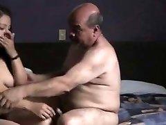الهندي prostitude الفتاة مارس الجنس من قبل المسن في غرفة الفندق