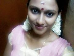 Ινδή γυναίκα εκθέτοντας γυμνό