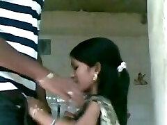 India escándalo de vídeo de un par de golpear todos los vestidos