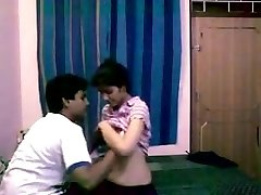 Delhi 1st Year Teenies Homemade sex with Dirty Audio