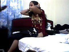 Youthfull indian teen loosing her virginity