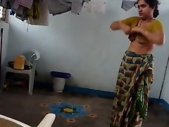 desi with hairy armpit wears saree after tub