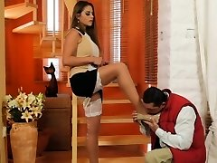 Hot Indian Housewife Uses A Delivery Boy