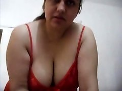 Horny Bhabhi in Crimson Sucking
