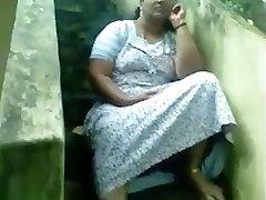 Sexy Indian Kerala Busty Aunty Vulva Flash
