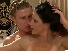 Wonderful mummy with natural body India Summer gets all holes banged