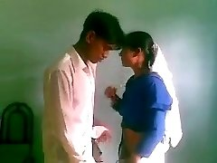Desi bangla SSC college girls fuck in Class muslim suck doggy