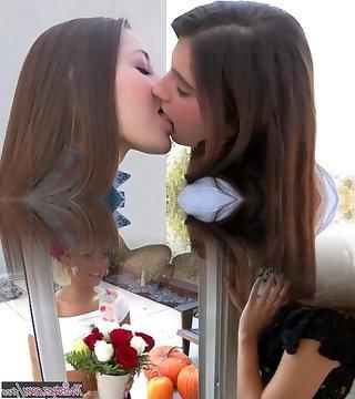 Französisch Küssen Lesben Heiß Laufhaus Cleopatra