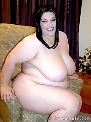 BBW Lexi shows off her huge tits and nude body