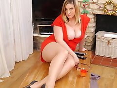 Heidis legs are lovely and sexual and while making love she loves to wrap them around her...