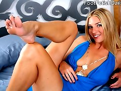 Jordan is a single mom who gets more than she bargains for from the horny frog Evan Stone she...